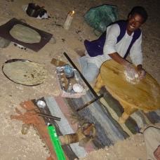 Der Koch zaubert uns auch in der Wüste ein großartiges Abendessen!